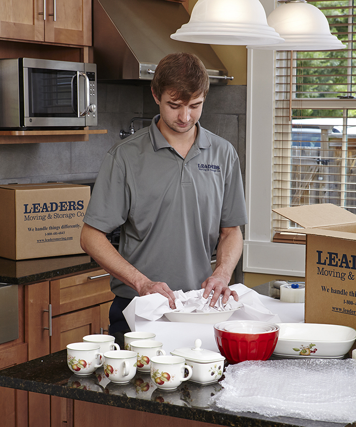Leaders mover packing kitchen