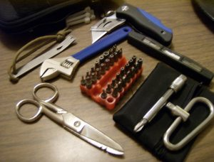 Toolkit with scissors and box cutter